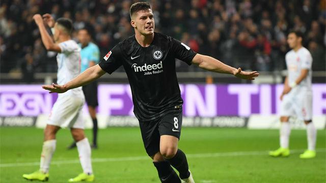 Jovic marca cinco goles en un partido y entra en la historia del Eintracht Frankfurt