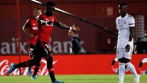 Lago Júnior celebra el gol con el que el Mallorca ha noqueado al Real Madrid