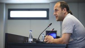 Lluís Cortés atiende a los medios