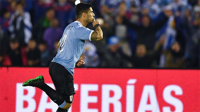 Luis Suárez ya está recuperado: espectacular gol de falta por la escuadra contra Panamá