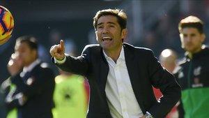 Marcelino dando instrucciones durante un partido