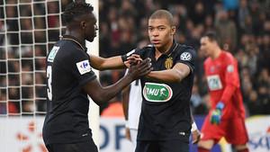 Mendy y Mbappe celebran uno de los goles del Mónaco
