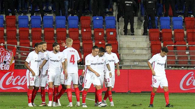 El Sevilla vence en Ipurúa y no se cansa de ganar