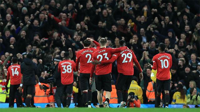 El United se lleva el derbi de Manchester y complica la Premier al City