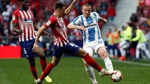 Vasyl Kravets, en una acción contra el Atlético de Madrid la temporada pasada