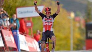 Wellens celebra su victoria en la quinta etapa de la Vuelta