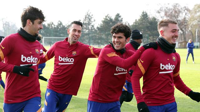 El FC Barcelona lleva a cabo una sesión distendida antes de medirse al Ferencváros