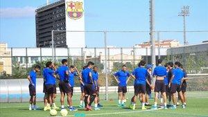 El filial azulgrana se entrenó ayer viernes en la Ciutat Esportiva antes de viajar a Ejea de los Caballeros