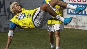 El futuro de Neymar sigue en el aire, entre el PSG y el Barça