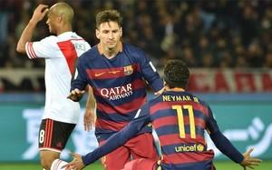 Leo Messi celebra con Neymar el primer gol del FC barcelona en la final del Mundial de Clubes contra River Plate