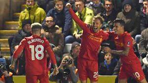 Lucas Leiva marcó su primer gol para el Liverpool en casi siete años
