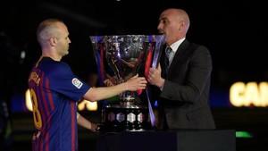 Luis Rubiales busca una solución al lío de fechas entre la Supercopa de España y la gira del FC Barcelona