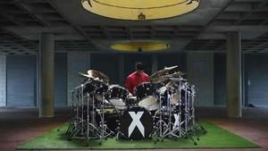 Luis Suárez toca la bateria