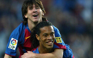 Messi y Ronaldinho celebraron el gol