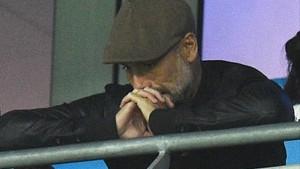 Pep Guardiola presenciando la derrota de su equipo frente al Lyon