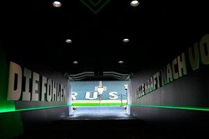 El túnel de entrada al estadio vacío Borussia-Park donde el Borussia Mönchengladbach y el Colonia disputarán a puerta cerrada el partido de la bundesliga aplazado.