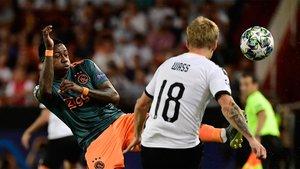 El Ajax ya manda en Mestalla (EN)