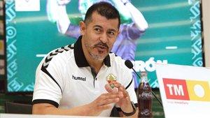 Almirón podrá debutar como entrenador en España