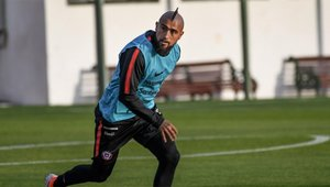 Arturo Vidal entrena con Chile