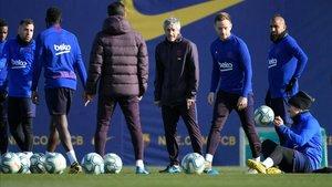 El Barça realizó una suave sesión antes del partido ante el Granada