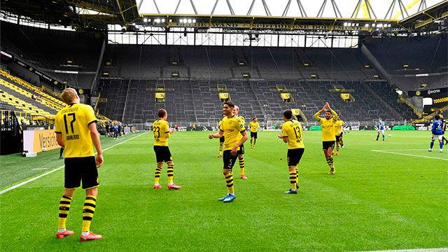 La celebración a distancia de Haaland (¡quién iba a ser si no el noruego!) en el primer gol en la vuelta de la Bundesliga