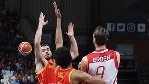España disputa un partido contra Turquia