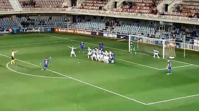 Gumbau anotó un golazo de falta en el Barça B - Alcoyano (1-1)