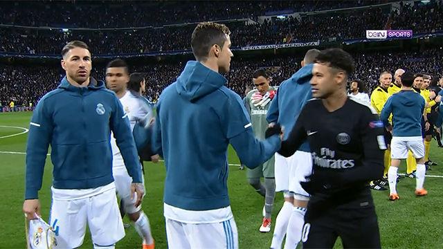 LACHAMPIONS | Real Madrid - PSG (3-1): Así fue el tifo del Bernabéu antes del partido