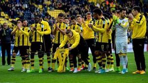 Los jugadores del Dortmund homenajearon a Bartra