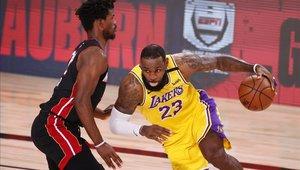 Los Lakers se llevan el primer triunfo en los playoffs