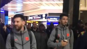 Messi y Luis Suárez, a su llegada a Johannesburgo