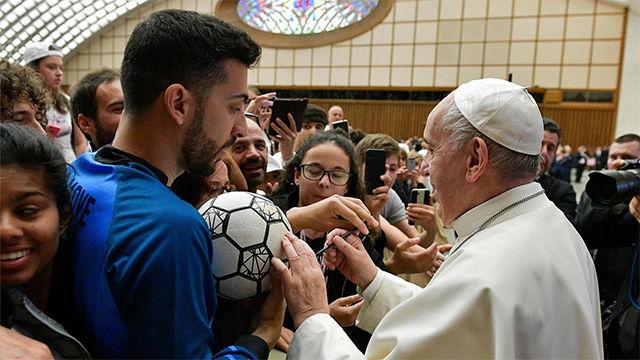 El Papa recuerda: Nunca deben olvidar que el fútbol es un juego