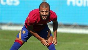 Rafinha continúa ejercitándose en el FC Barcelona