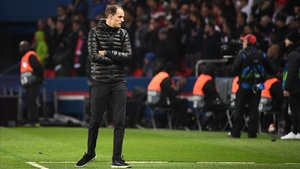 Tuchel dirigiendo al PSG en Champions