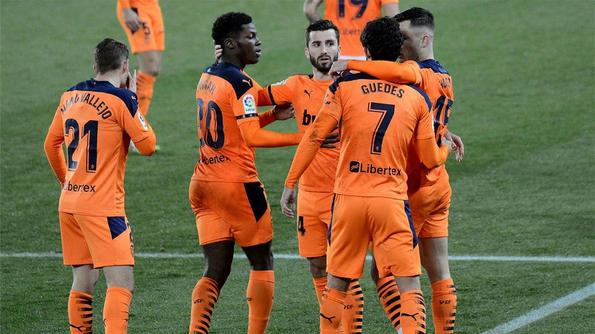 El Valencia reacciona y consigue sumar un punto ante el Alavés
