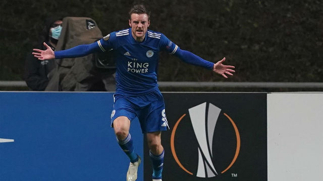 Vardy salva al Leicester en el descuento