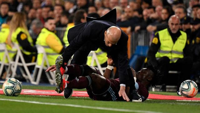 Así fue la entrada de Aidoo a Zidane en pleno partido