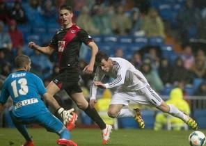 Borja trata de parar a Bale
