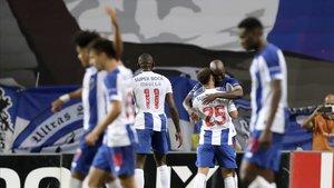 Danilo Pereira celebra el gol del Oporto