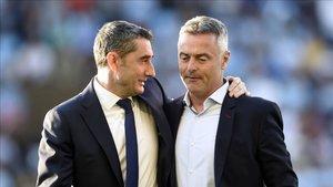 Ernesto Valverde habla con Fran Escribà antes del Celta - FC Barcelona