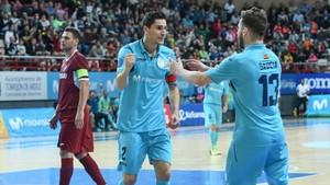 Gadeia y Ortiz celebran el segundo gol de Movistar Inter