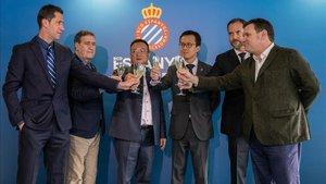 De izquierda a derecha: Joan Capdevila, Rafa Marañon, el presidente Chen, el consejero Mao, Óscar Perarnau y Roger Guasch