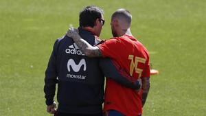 Julen Lopetegui y Sergio Ramos durante un entrenamiento de la selección española en Krasnodar (Rusia)