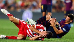 Lenglet y Pere Pons en el suelo tras la polémica jugada