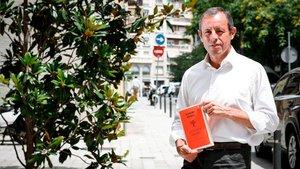Los beneficios íntegros del libro Un fuerte abrazo se destinarán a la fundación del Padre Paulino