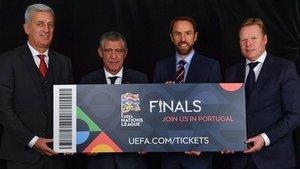 Los cuatro seleccionadores posan con el ticket que les lleva a la final a cuatro