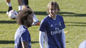 Marcelo y Luka Modric en un entrenamiento del Real Madrid