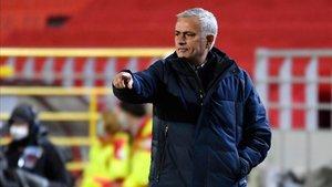 Mourinho cumple su promesa con Sergio Reguilón: ¡le regala un jamón!