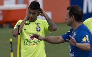 Neymar entrenándose con Brasil
