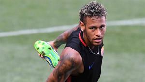 Neymar solo habla con goles y no despeja su futuro